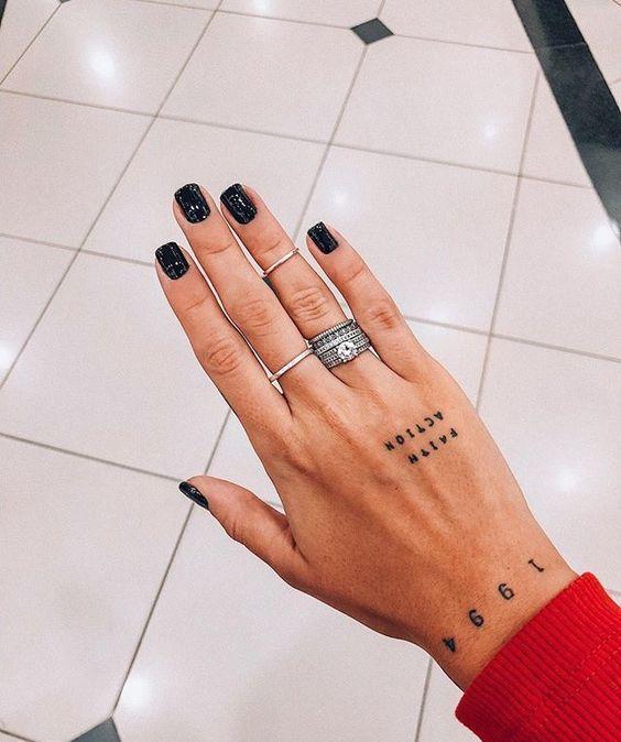 20 Winzige, aber hübsche Tattoos für eitle Mädchen #